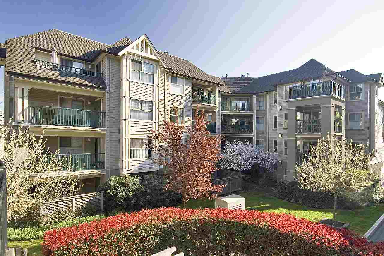 "Main Photo: 405 211 TWELFTH Street in New Westminster: Uptown NW Condo for sale in ""DISCOVERY REACH"" : MLS®# R2226896"