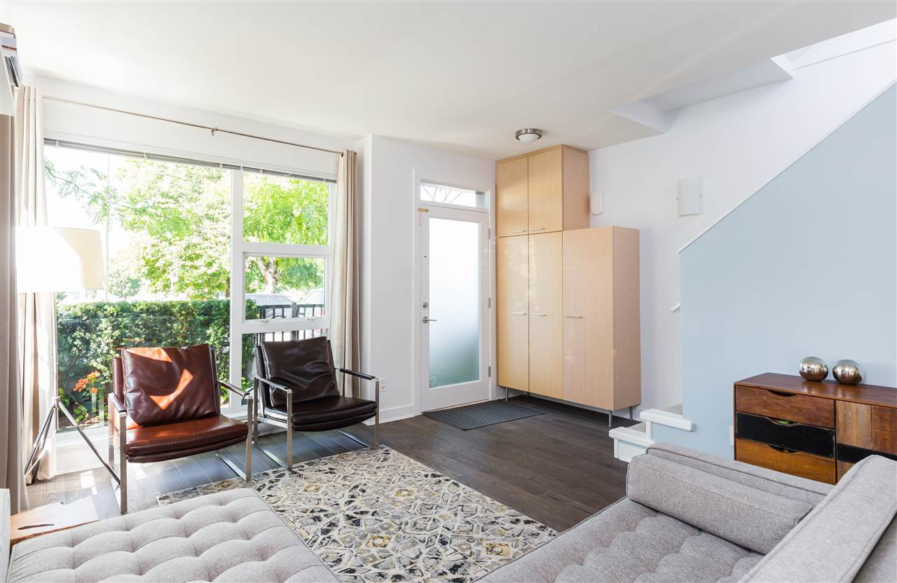 """Photo 3: Photos: 1002 E 7TH Avenue in Vancouver: Mount Pleasant VE Townhouse for sale in """"7 & W"""" (Vancouver East)  : MLS®# R2239362"""