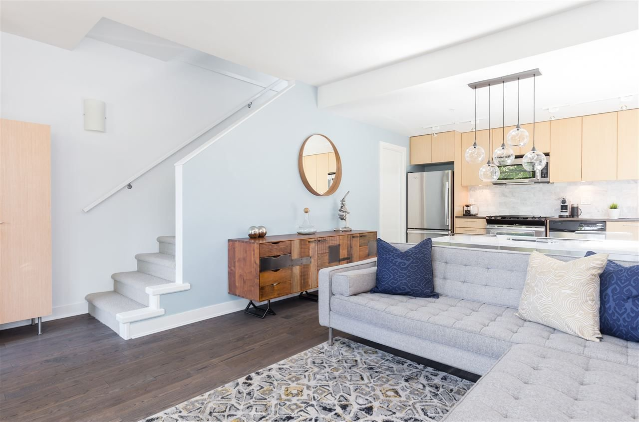"""Photo 4: Photos: 1002 E 7TH Avenue in Vancouver: Mount Pleasant VE Townhouse for sale in """"7 & W"""" (Vancouver East)  : MLS®# R2239362"""