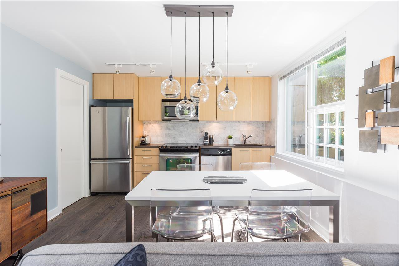 """Photo 9: Photos: 1002 E 7TH Avenue in Vancouver: Mount Pleasant VE Townhouse for sale in """"7 & W"""" (Vancouver East)  : MLS®# R2239362"""