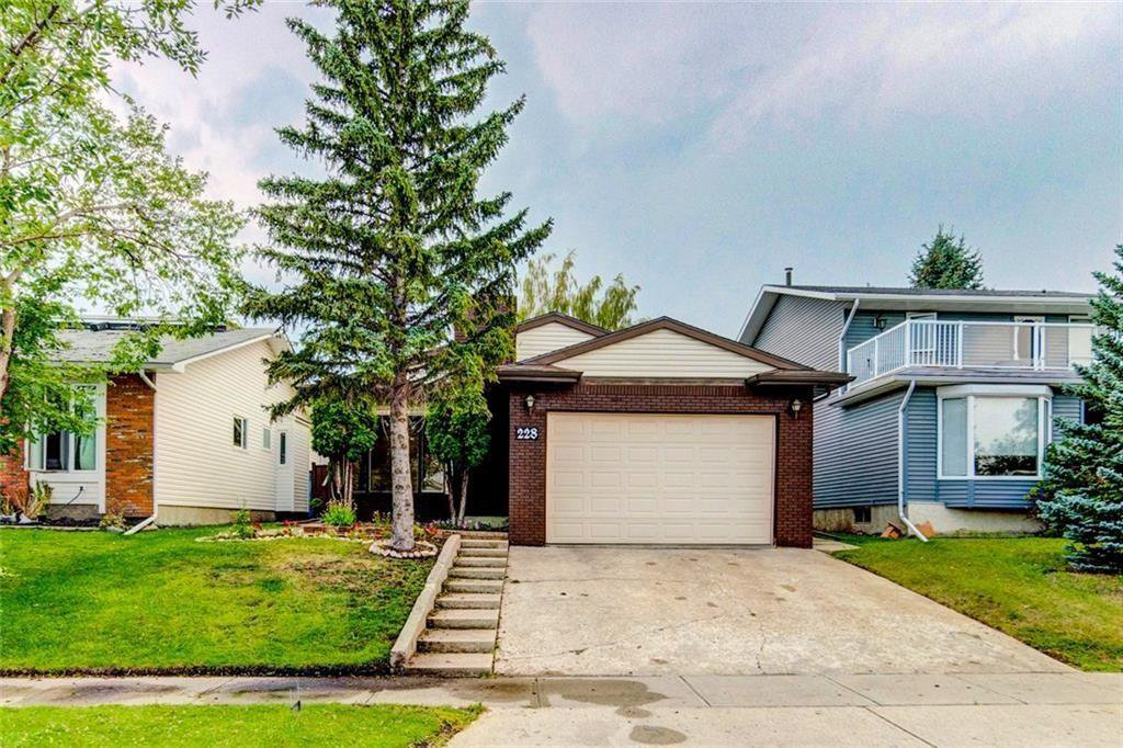Main Photo: 228 WOODBINE Boulevard SW in Calgary: Woodbine Detached for sale : MLS®# C4204614