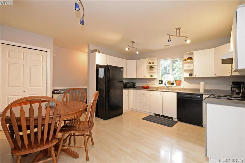 Photo 8: Photos: 2194 Phillips Rd in SOOKE: Sk Sooke Vill Core Half Duplex for sale (Sooke)  : MLS®# 804621