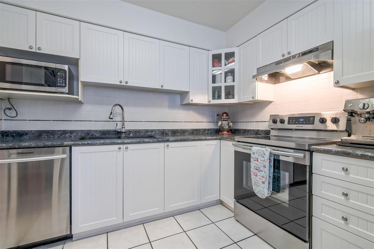 """Photo 4: Photos: 1069 LILLOOET Road in North Vancouver: Lynnmour Townhouse for sale in """"Lynnmour West"""" : MLS®# R2338577"""