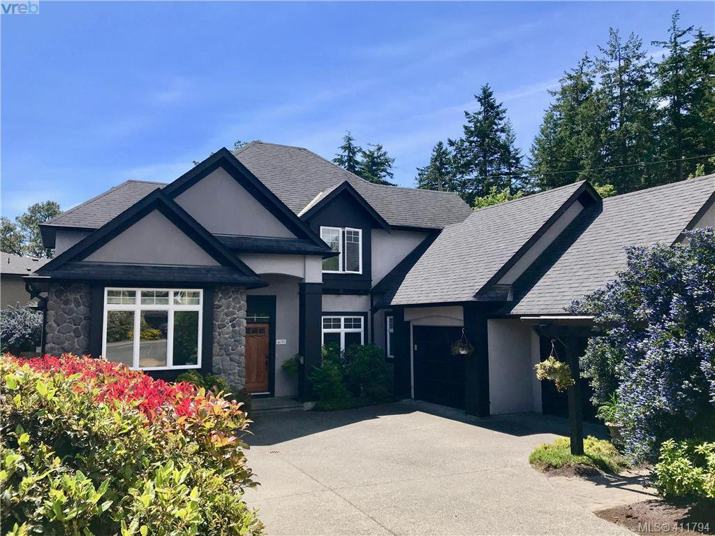 Main Photo: 4039 South Valley Drive in VICTORIA: SW Strawberry Vale Single Family Detached for sale (Saanich West)  : MLS®# 411794