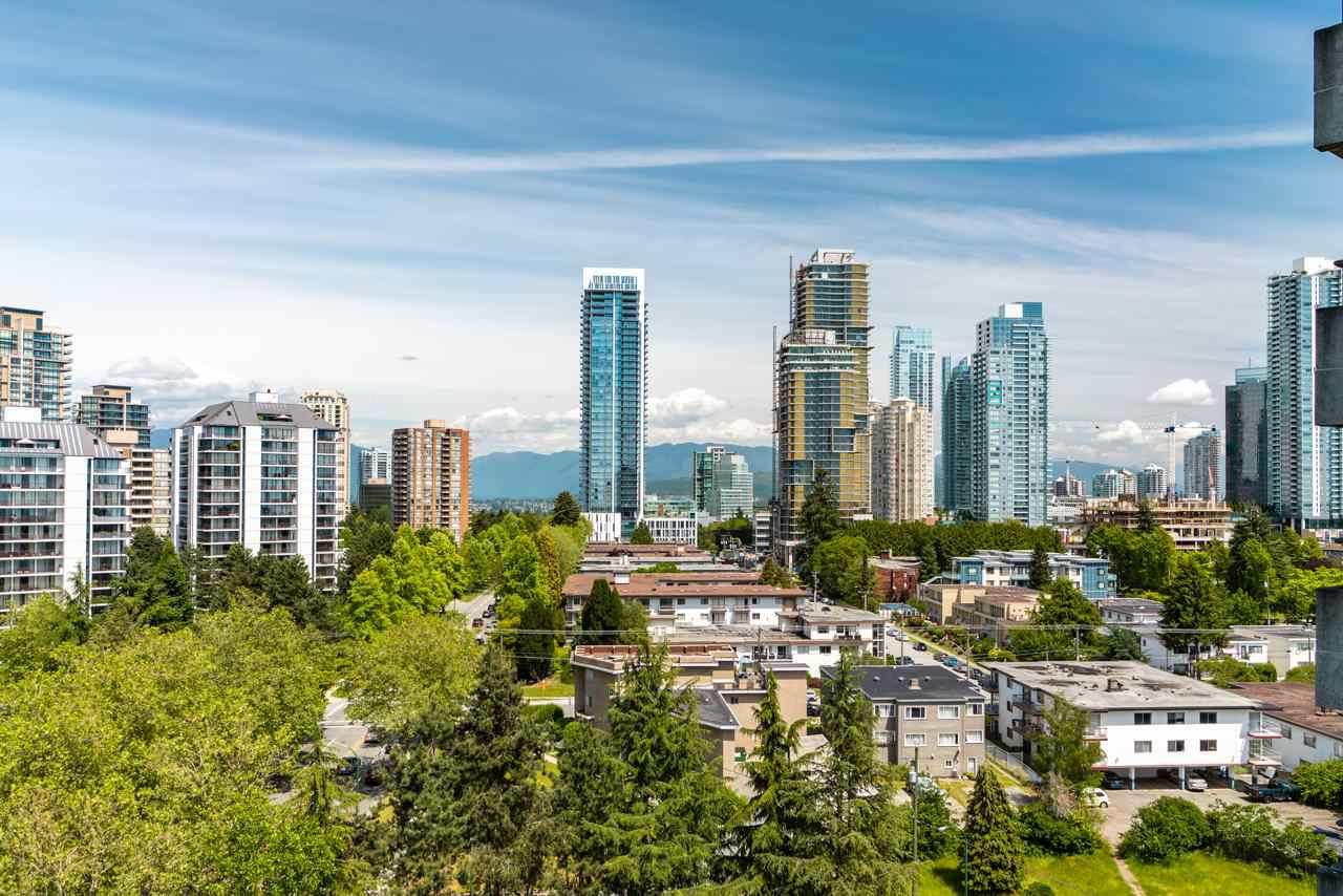 Main Photo: 1201 6595 WILLINGDON AVENUE in Burnaby: Metrotown Condo for sale (Burnaby South)  : MLS®# R2400067