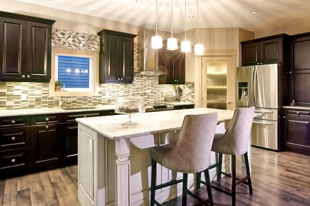 Main Photo: 4319 VETERANS Way in Edmonton: Zone 27 House for sale : MLS®# E4195203