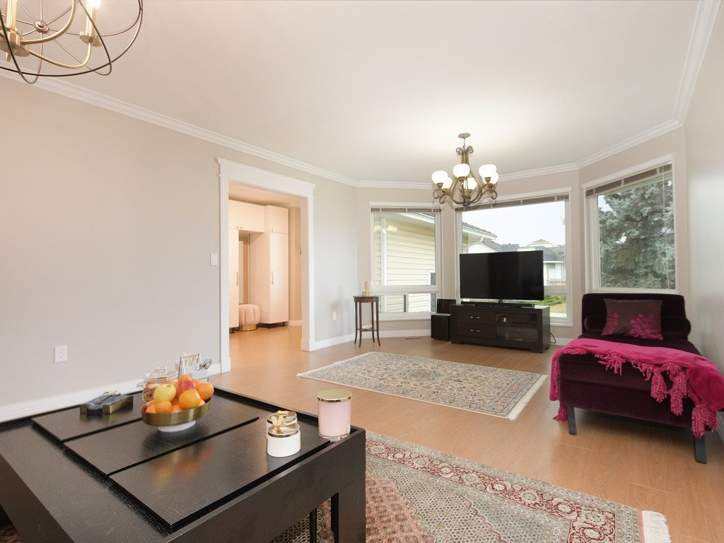 Photo 9: Photos: 12150 CHESTNUT Crescent in Pitt Meadows: Mid Meadows House for sale : MLS®# R2463822