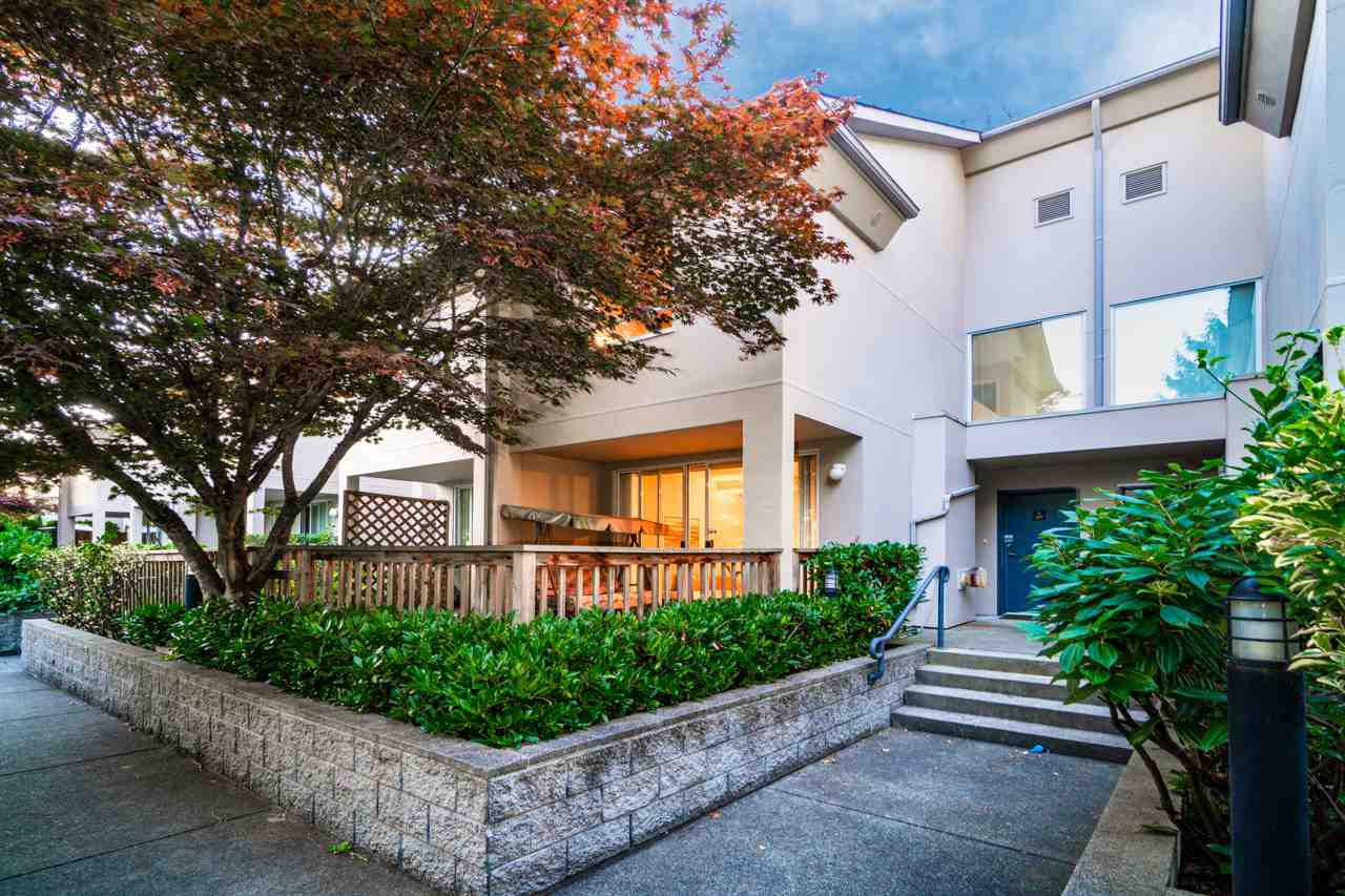Main Photo: 207 7220 GREENFORD Avenue in Burnaby: Highgate Townhouse for sale (Burnaby South)  : MLS®# R2495684