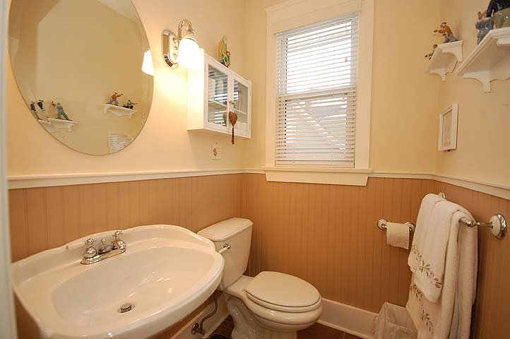 """Photo 6: Photos: 214 6TH Avenue in New Westminster: Queens Park House for sale in """"QUEEN'S PARK"""" : MLS®# V926048"""