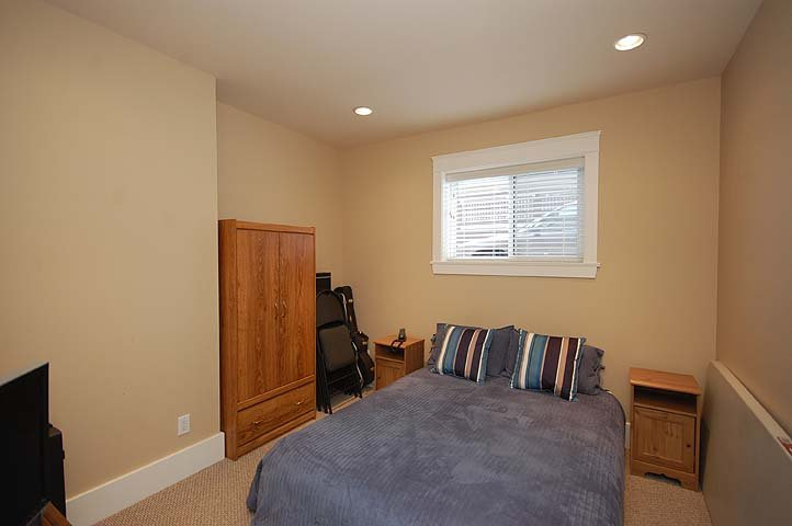 """Photo 18: Photos: 214 6TH Avenue in New Westminster: Queens Park House for sale in """"QUEEN'S PARK"""" : MLS®# V926048"""