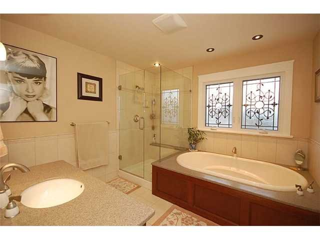 """Photo 10: Photos: 214 6TH Avenue in New Westminster: Queens Park House for sale in """"QUEEN'S PARK"""" : MLS®# V926048"""