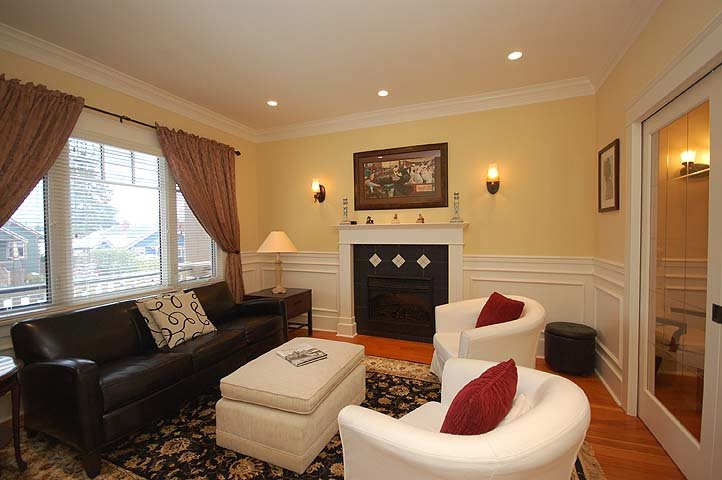 """Photo 4: Photos: 214 6TH Avenue in New Westminster: Queens Park House for sale in """"QUEEN'S PARK"""" : MLS®# V926048"""