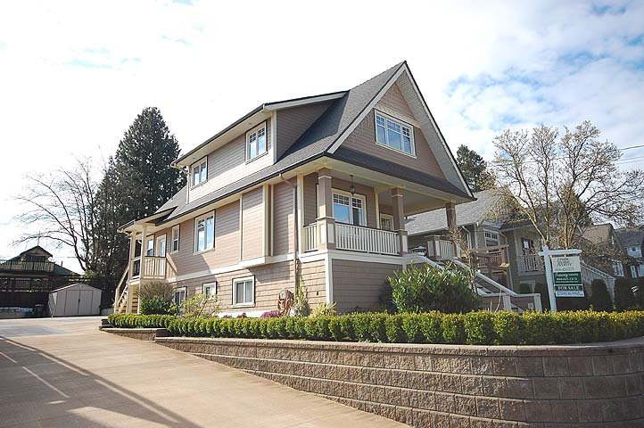 """Photo 1: Photos: 214 6TH Avenue in New Westminster: Queens Park House for sale in """"QUEEN'S PARK"""" : MLS®# V926048"""