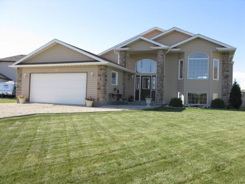 Main Photo: 37 River Grove in Sanford: Brunkild / La Salle / Oak Bluff / Sanford / Starbuck / Fannystelle Single Family Detached for sale (Manitoba Other)  : MLS®# 1218202