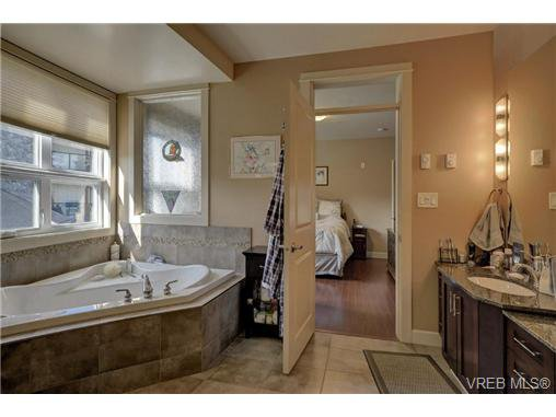 Photo 5: Photos: 301 3210 Jacklin Road in VICTORIA: La Walfred Condo Apartment for sale (Langford)  : MLS®# 362281