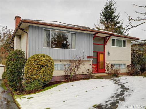 Main Photo: 1740 Mortimer St in VICTORIA: SE Mt Tolmie Single Family Detached for sale (Saanich East)  : MLS®# 750626