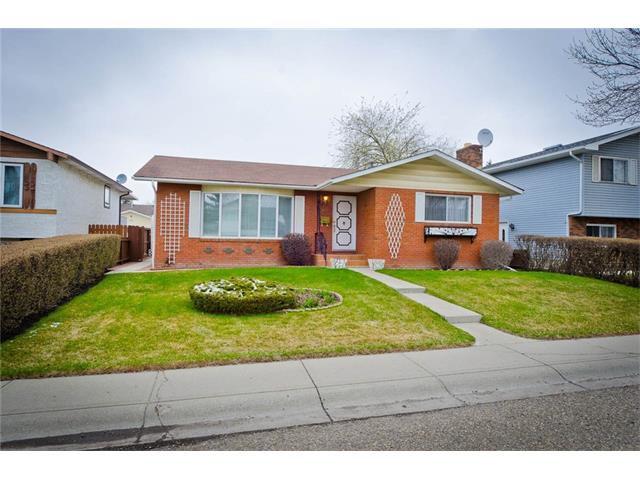 Main Photo: 963 Rundlecairn Way NE in Calgary: Rundle House for sale : MLS®# C4112829
