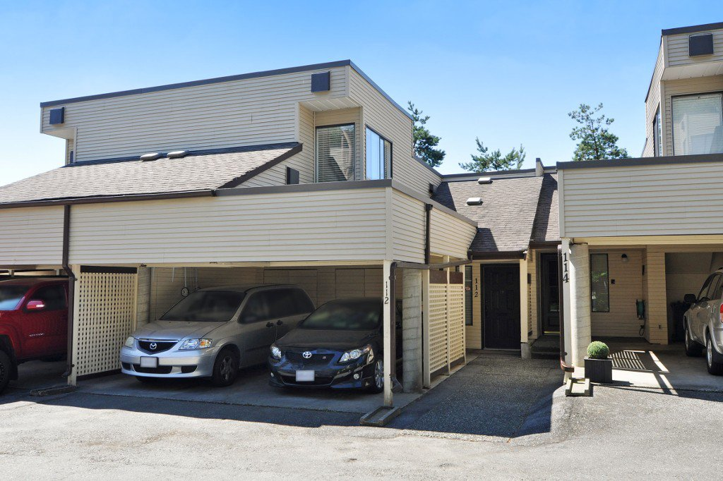 """Main Photo: 112 1210 FALCON Drive in Coquitlam: Upper Eagle Ridge Townhouse for sale in """"FERNLEAF PLACE"""" : MLS®# R2186776"""