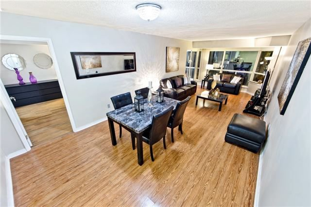 Main Photo: 611 175 Cedar Avenue in Richmond Hill: Harding Condo for sale : MLS®# N4004192
