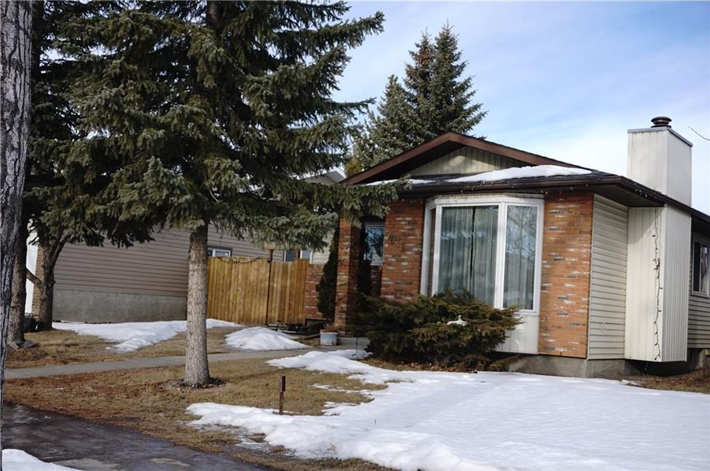 Main Photo: 7031 TEMPLE Drive NE in Calgary: Temple House for sale : MLS®# C4163106