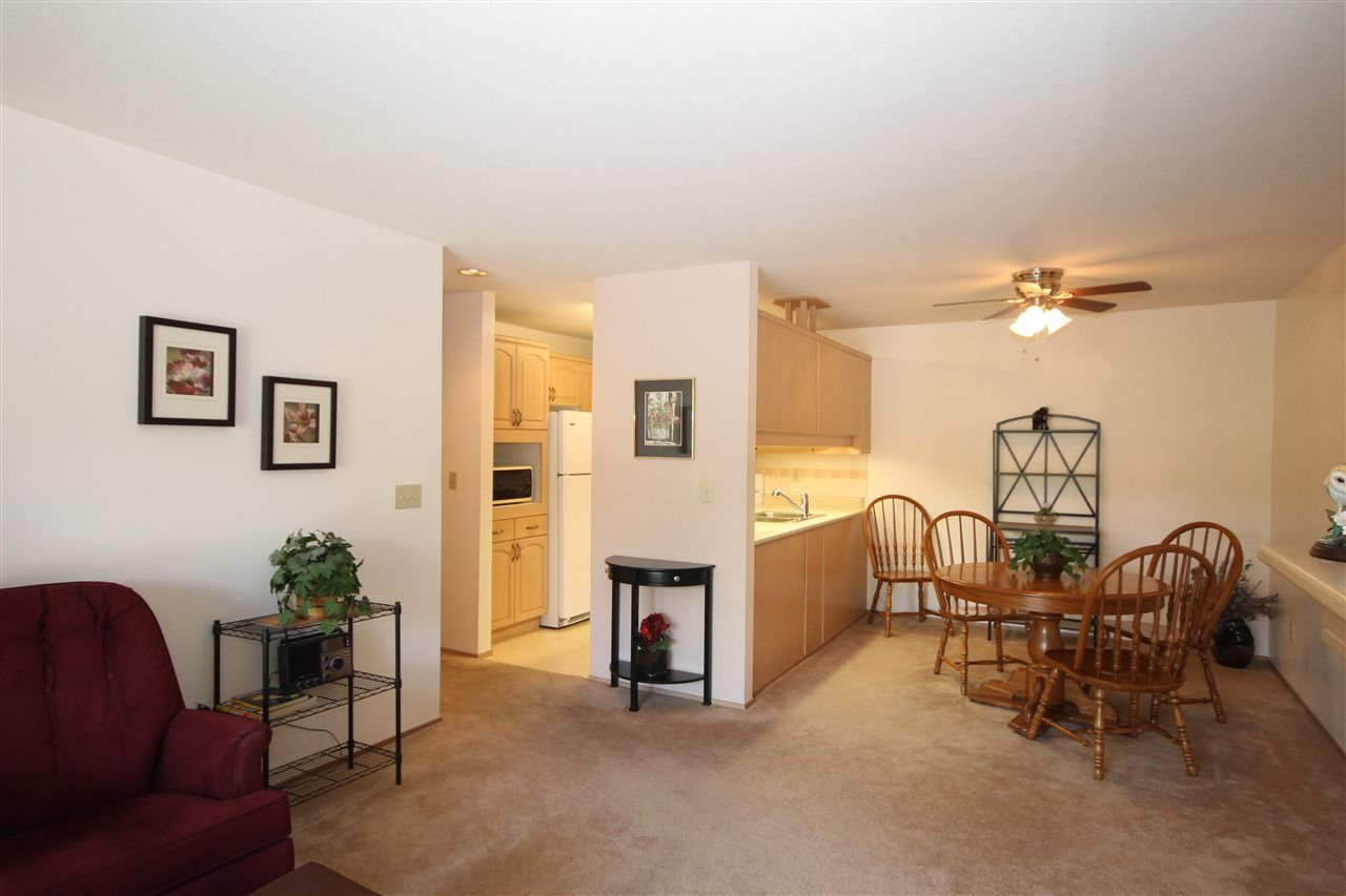 """Photo 6: Photos: 201 1441 BLACKWOOD Street: White Rock Condo for sale in """"The Capistrano"""" (South Surrey White Rock)  : MLS®# R2241993"""