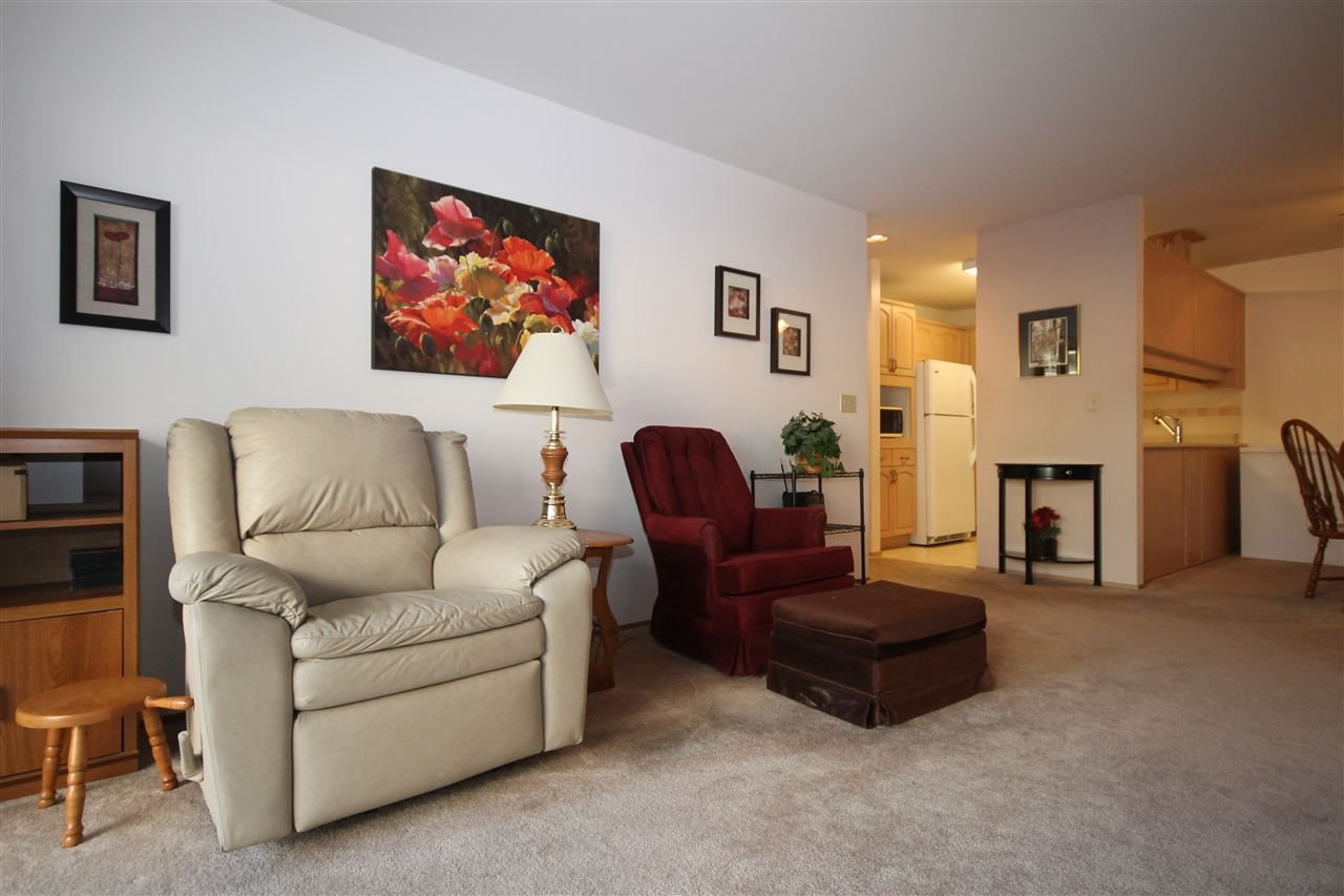 """Photo 3: Photos: 201 1441 BLACKWOOD Street: White Rock Condo for sale in """"The Capistrano"""" (South Surrey White Rock)  : MLS®# R2241993"""