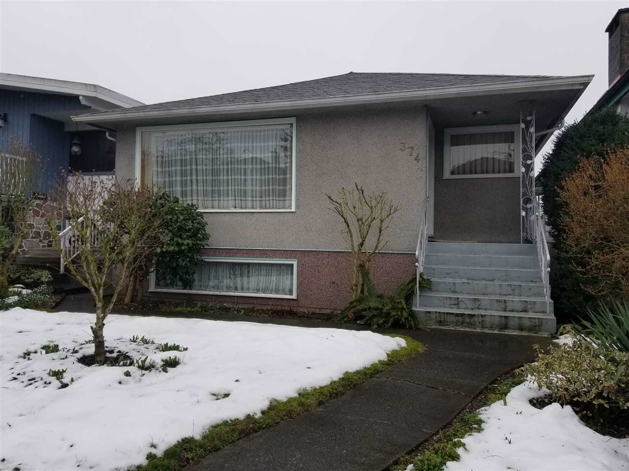 Main Photo: 374 EAST 46 Avenue in Vancouver: Main House for sale (Vancouver East)  : MLS®# R2243065