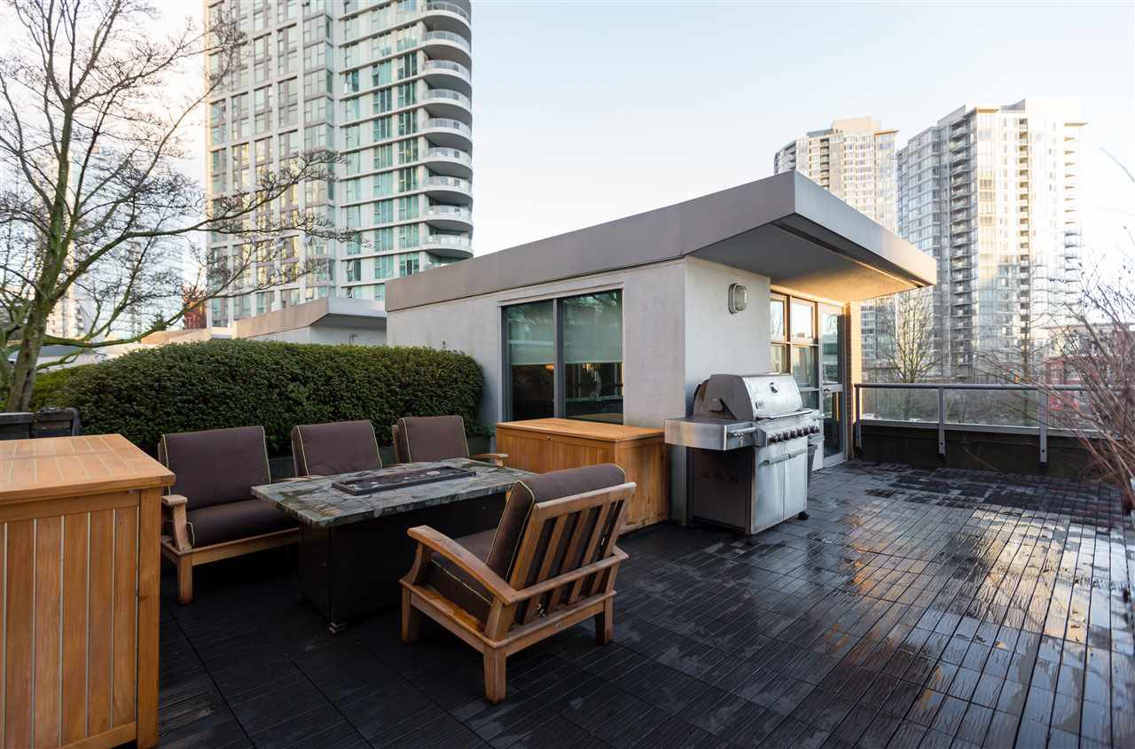 "Main Photo: 1075 EXPO Boulevard in Vancouver: Yaletown Townhouse for sale in ""MARINA POINTE"" (Vancouver West)  : MLS®# R2253361"