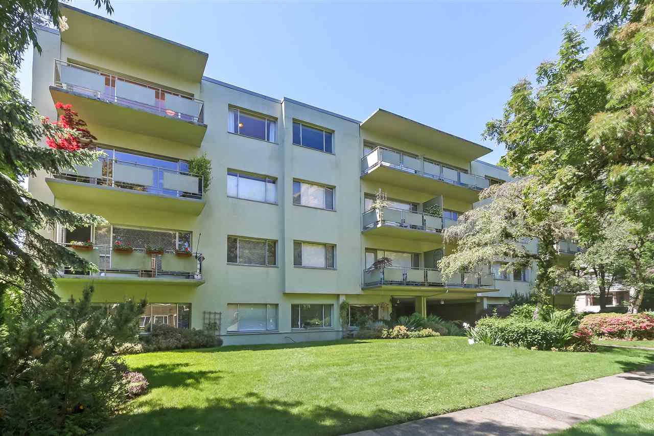 """Main Photo: 301 5475 VINE Street in Vancouver: Kerrisdale Condo for sale in """"Vinecrest Manor"""" (Vancouver West)  : MLS®# R2373526"""