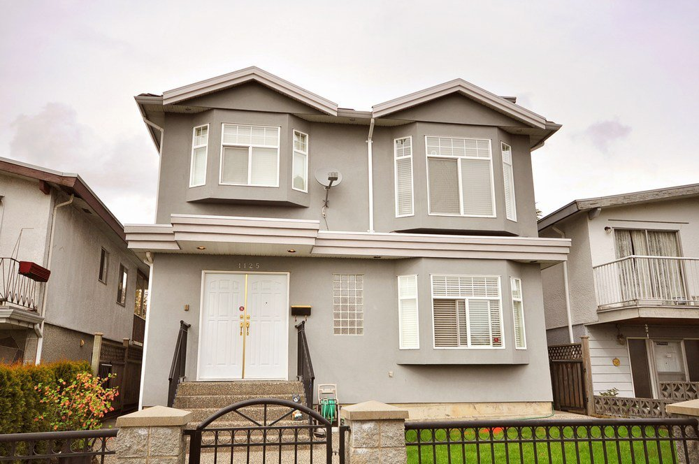 Main Photo: 1125 E 61st Avenue in Vancouver: Home for sale : MLS®# V819065