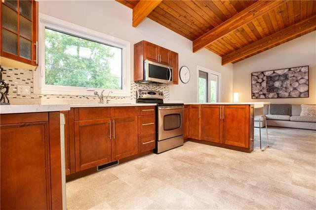 Photo 6: Photos: 94 Woodlawn Avenue in Winnipeg: Residential for sale (2C)  : MLS®# 1925418
