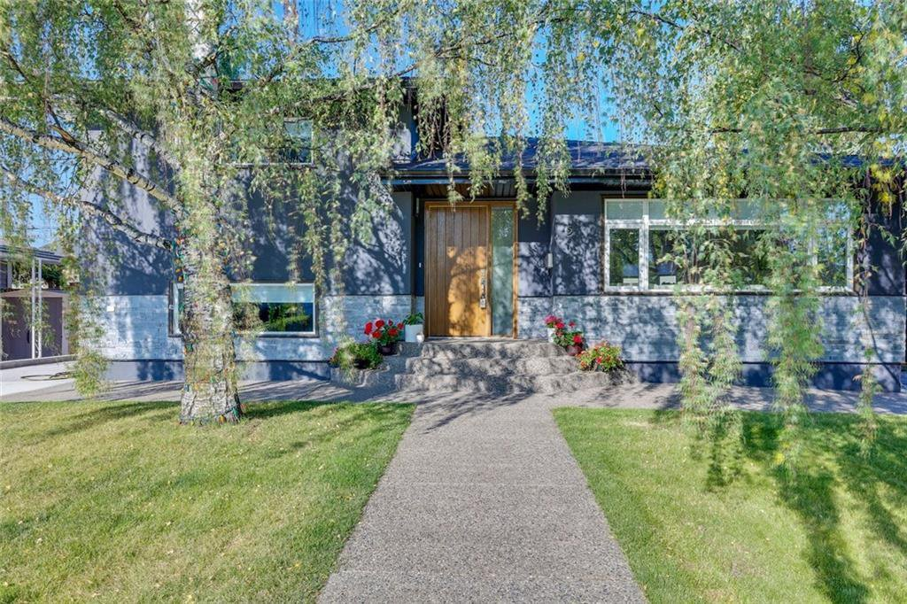 Main Photo: 5 42 Street SW in Calgary: Wildwood Detached for sale : MLS®# C4291719