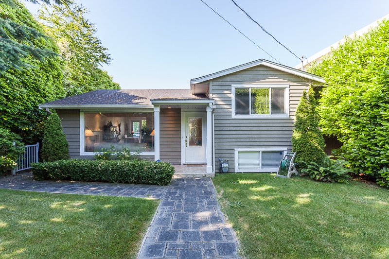 Main Photo: 15288 ROYAL Ave: White Rock Home for sale ()  : MLS®# F1442674