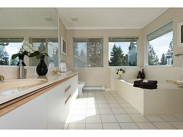Photo 8: Photos: 929 MELBOURNE AV in North Vancouver: Capilano Highlands House for sale : MLS®# V991503