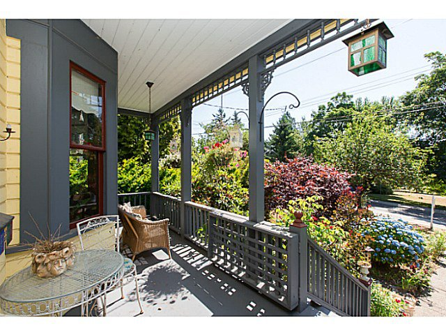 """Photo 2: Photos: 321 QUEENS Avenue in New Westminster: Queens Park House for sale in """"QUEEN'S PARK"""" : MLS®# V1131865"""