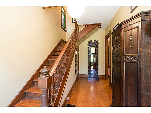 """Photo 3: Photos: 321 QUEENS Avenue in New Westminster: Queens Park House for sale in """"QUEEN'S PARK"""" : MLS®# V1131865"""