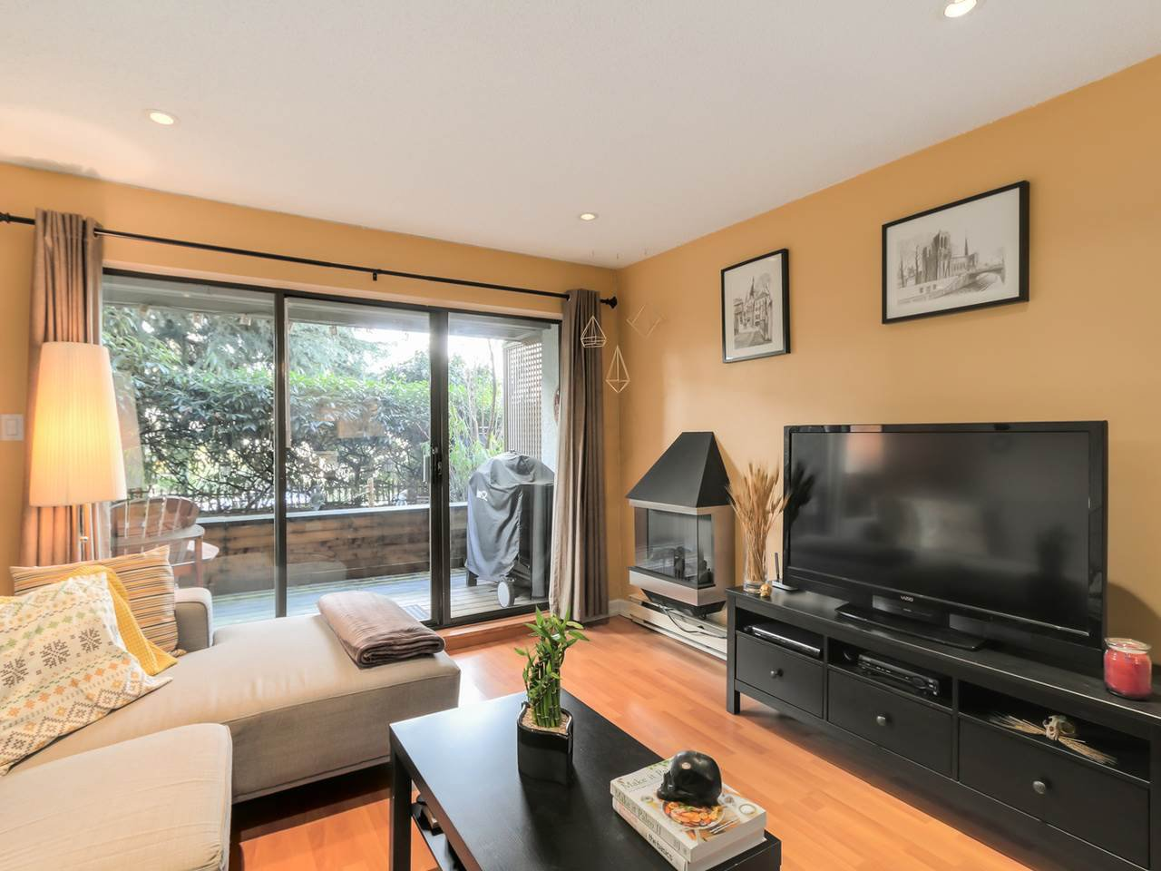 "Main Photo: 101 2120 W 2ND Avenue in Vancouver: Kitsilano Condo for sale in ""Arbutus Place"" (Vancouver West)  : MLS®# R2035037"