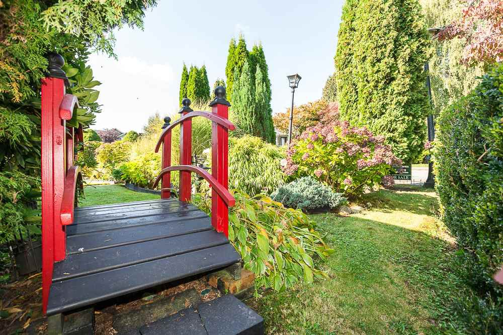 "Photo 3: Photos: 308 CHURCHILL Avenue in New Westminster: The Heights NW House for sale in ""VICTORY HEIGHTS"" : MLS®# R2113455"