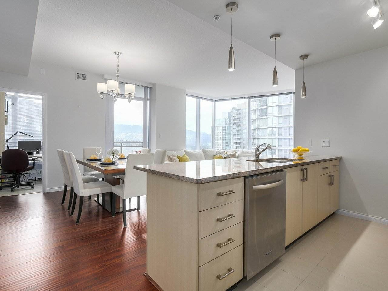 "Main Photo: 1705 1211 MELVILLE Street in Vancouver: Coal Harbour Condo for sale in ""THE RITZ"" (Vancouver West)  : MLS®# R2173539"
