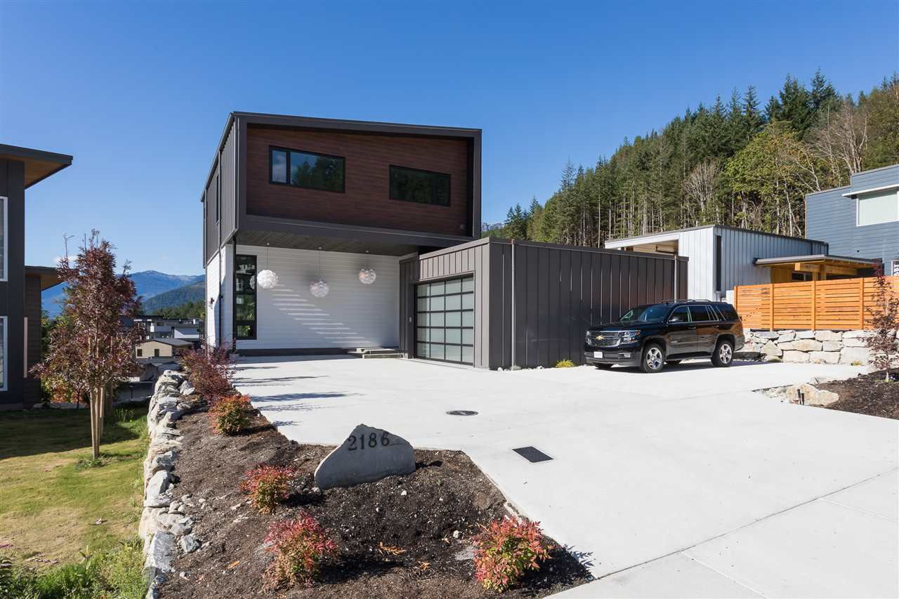 "Main Photo: 2186 WINDSAIL Place in Squamish: Plateau House for sale in ""Crumpit Woods"" : MLS®# R2201089"