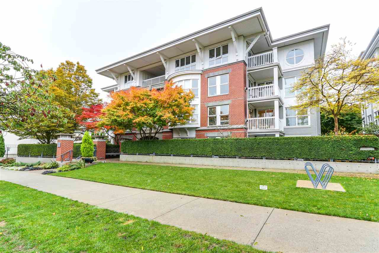 "Main Photo: 202 1858 W 5TH Avenue in Vancouver: Kitsilano Condo for sale in ""GREENWICH"" (Vancouver West)  : MLS®# R2217011"