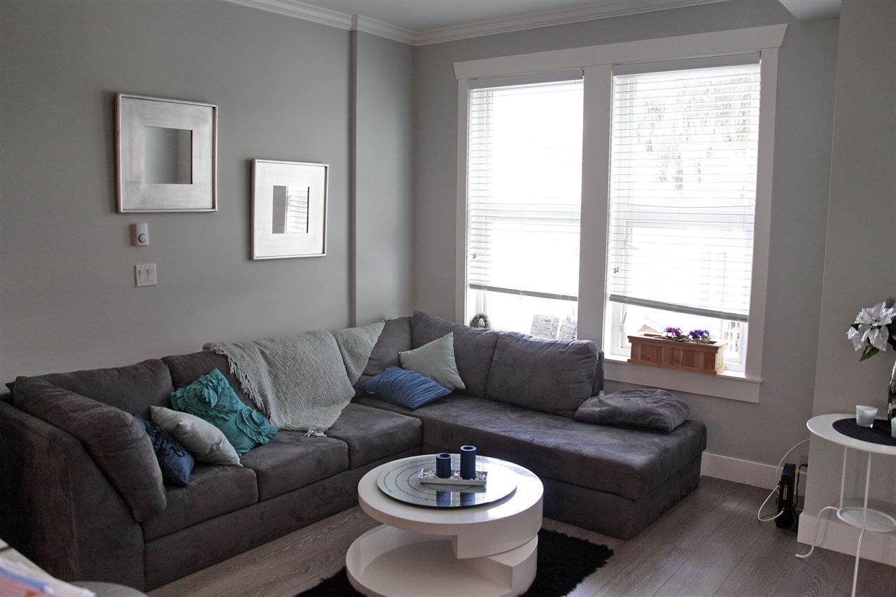 Photo 4: Photos: 5488 201A St in Langley: Langley City Townhouse for rent