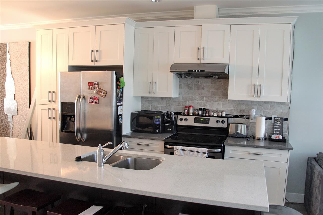 Photo 7: Photos: 5488 201A St in Langley: Langley City Townhouse for rent