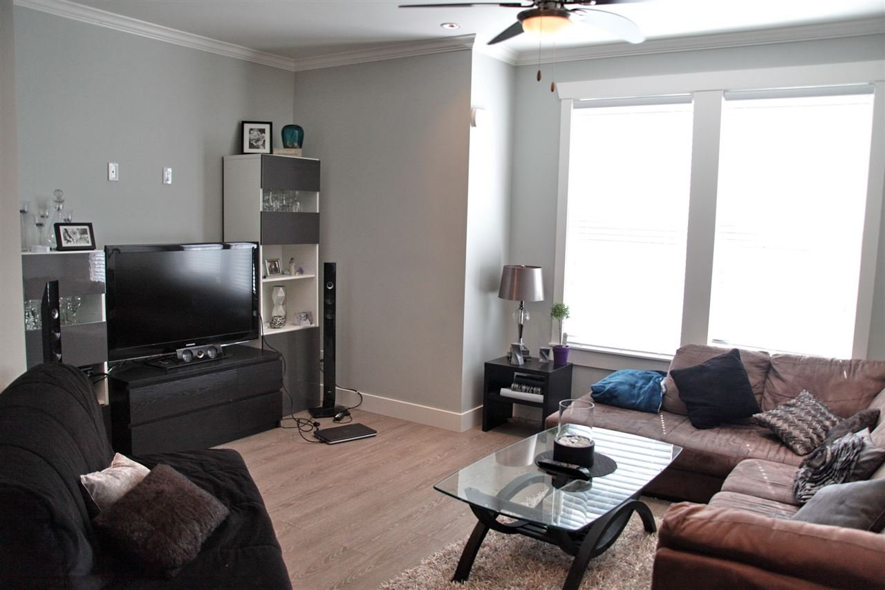 Photo 6: Photos: 5488 201A St in Langley: Langley City Townhouse for rent