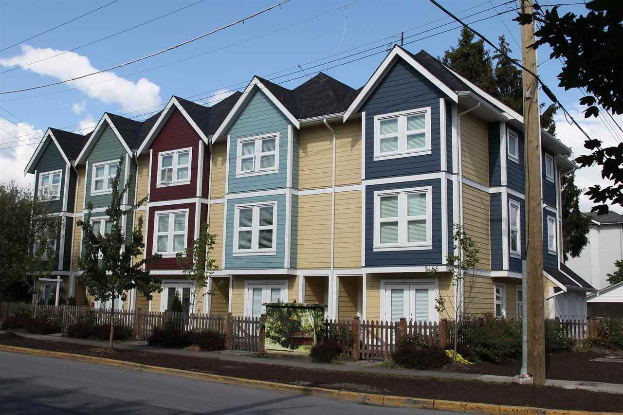 Photo 1: Photos: 5488 201A St in Langley: Langley City Townhouse for rent