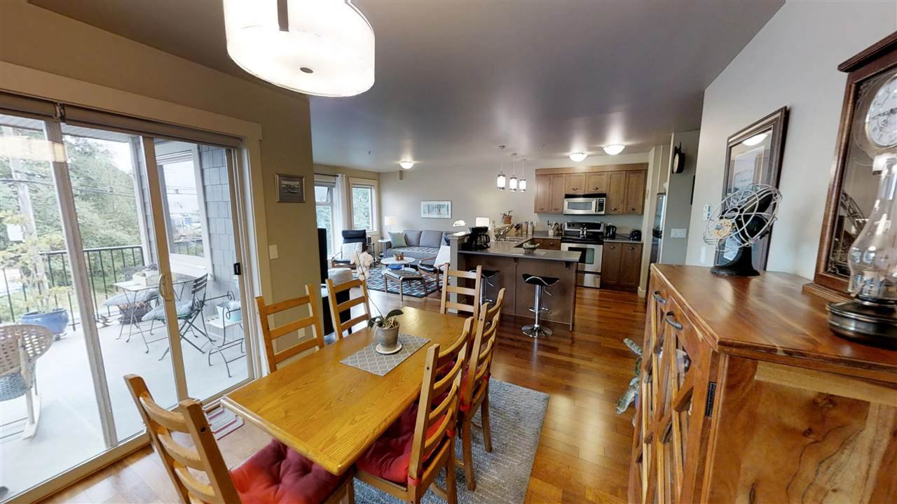 Main Photo: 203 414 GOWER POINT Road in Gibsons: Gibsons & Area Condo for sale (Sunshine Coast)  : MLS®# R2346523