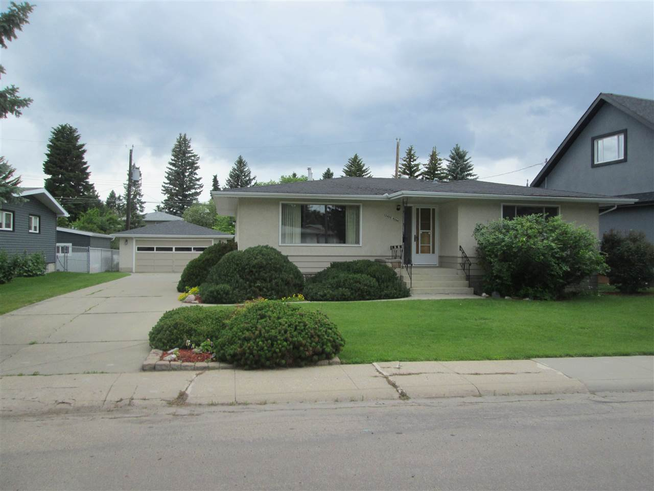 Main Photo: 12408 40 Avenue in Edmonton: Zone 16 House for sale : MLS®# E4164853