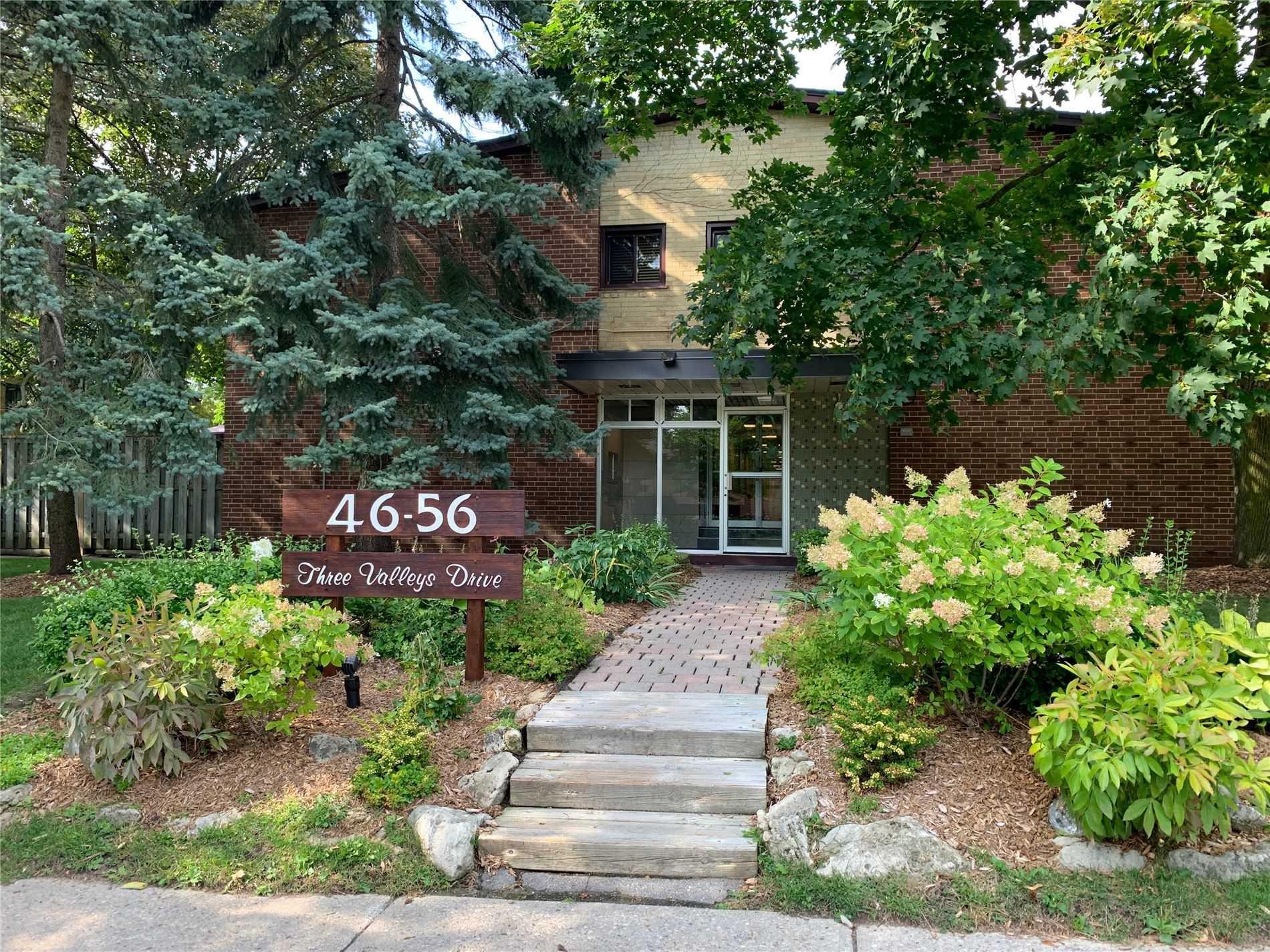 Main Photo: 3 54 Three Valleys Drive in Toronto: Parkwoods-Donalda Condo for sale (Toronto C13)  : MLS®# C4574491