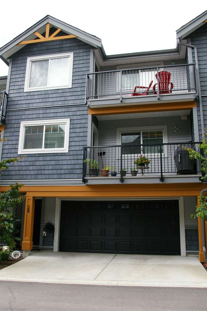 "Main Photo: 28 22810 113 Avenue in Maple Ridge: East Central Townhouse for sale in ""RUXTON VILLAGE"" : MLS®# R2419978"