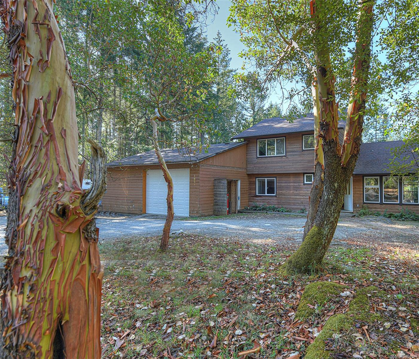 Main Photo: 1624 Millstream Rd in : Hi Western Highlands Single Family Detached for sale (Highlands)  : MLS®# 854148